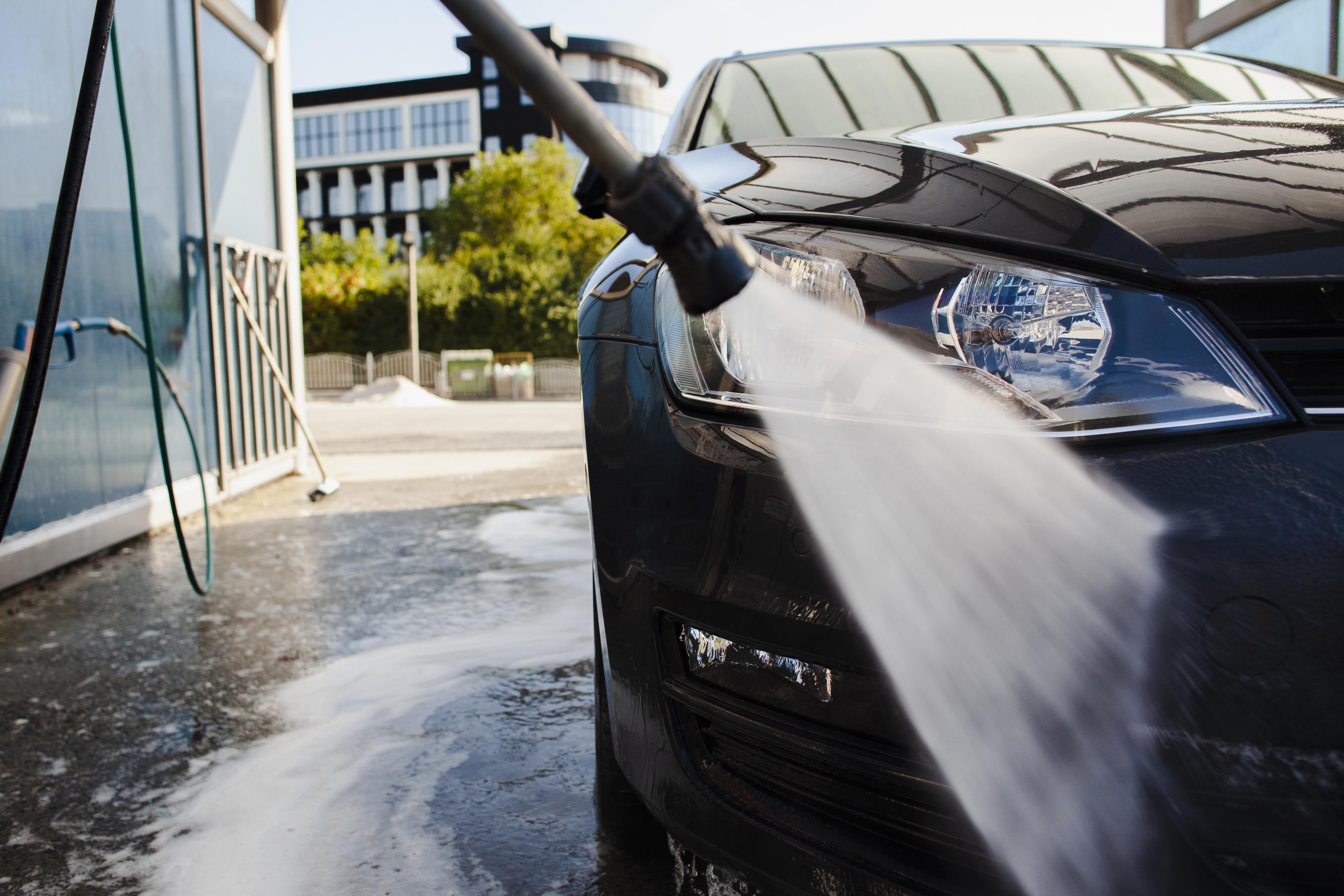 Descubra os truques que as lojas usam para deixar seus carros com aspecto de novo!